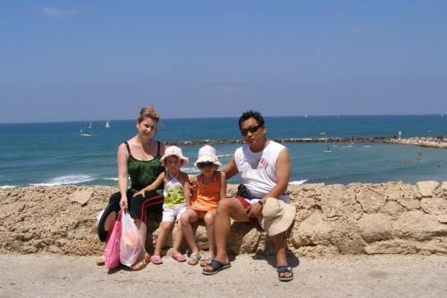 Павел с семьей у моря